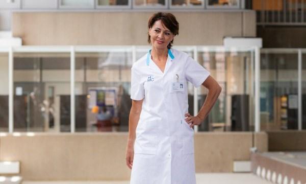 Ziekenhuismedewerkers veranderen in catwalktalenten