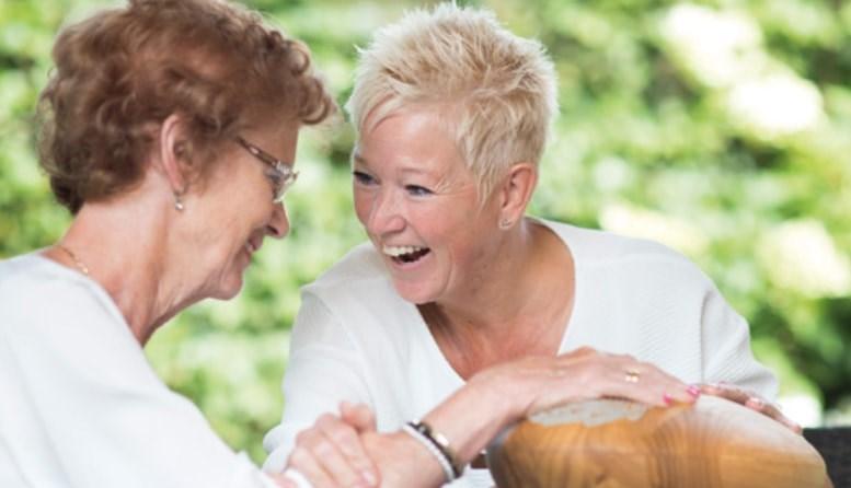 Praten via aanraking en geluid bij dementie